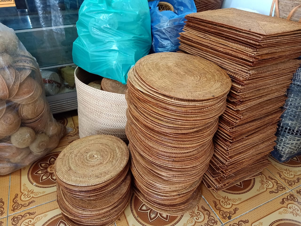 rattan plate chargers wholesale