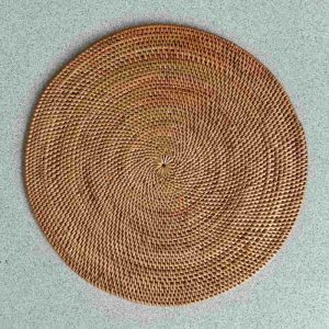 Round woven placemats